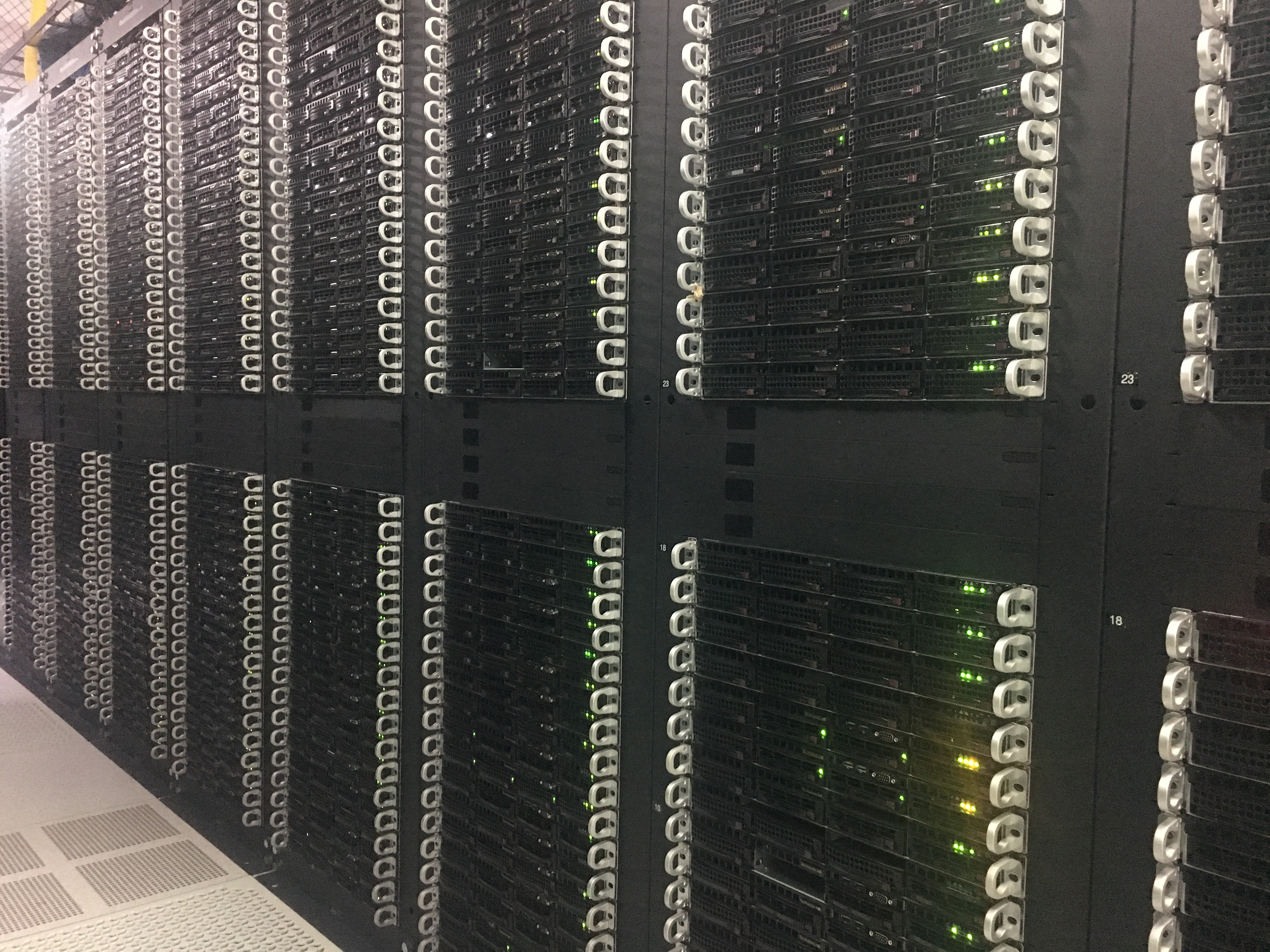 Active Dedicated Server Racks in a Hivelocity Data Center